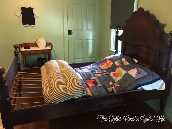 The Amish Village Bed
