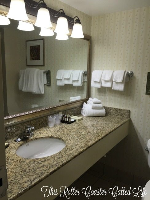 Hershey Lodge Room Bathroom