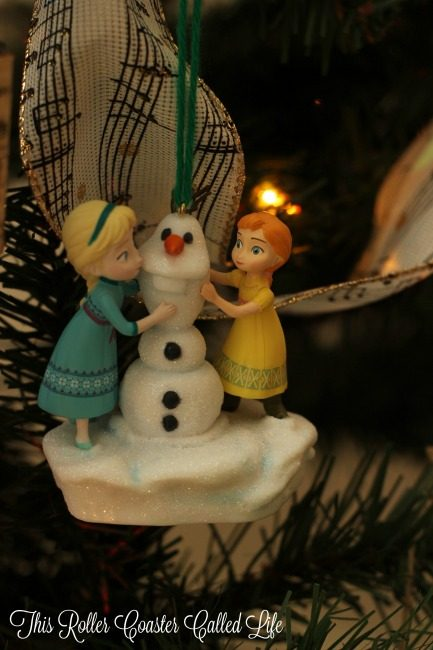 disney-frozen-anna-and-elsa-build-a-snowman-musical-ornament