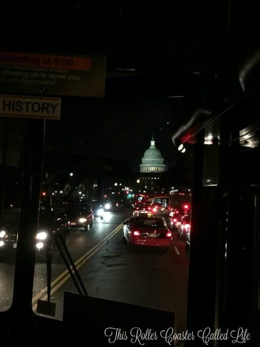 washington-dc-at-night-on-old-town-trolley