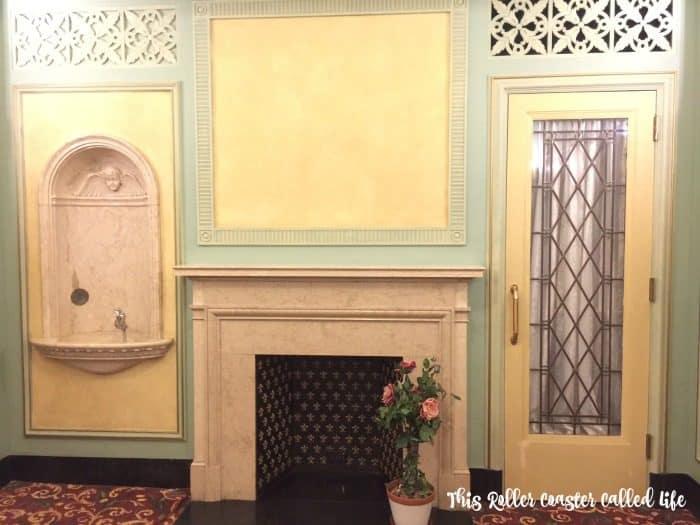 hershey-theatre-women-restroom